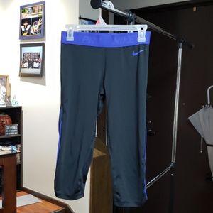 Nike pro workout leggings